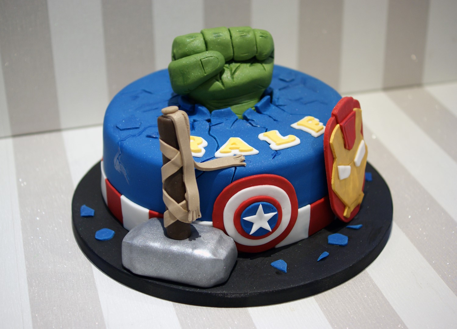 Avenger Birthday Cake Avengers Themed Birthday Cake Bakealous