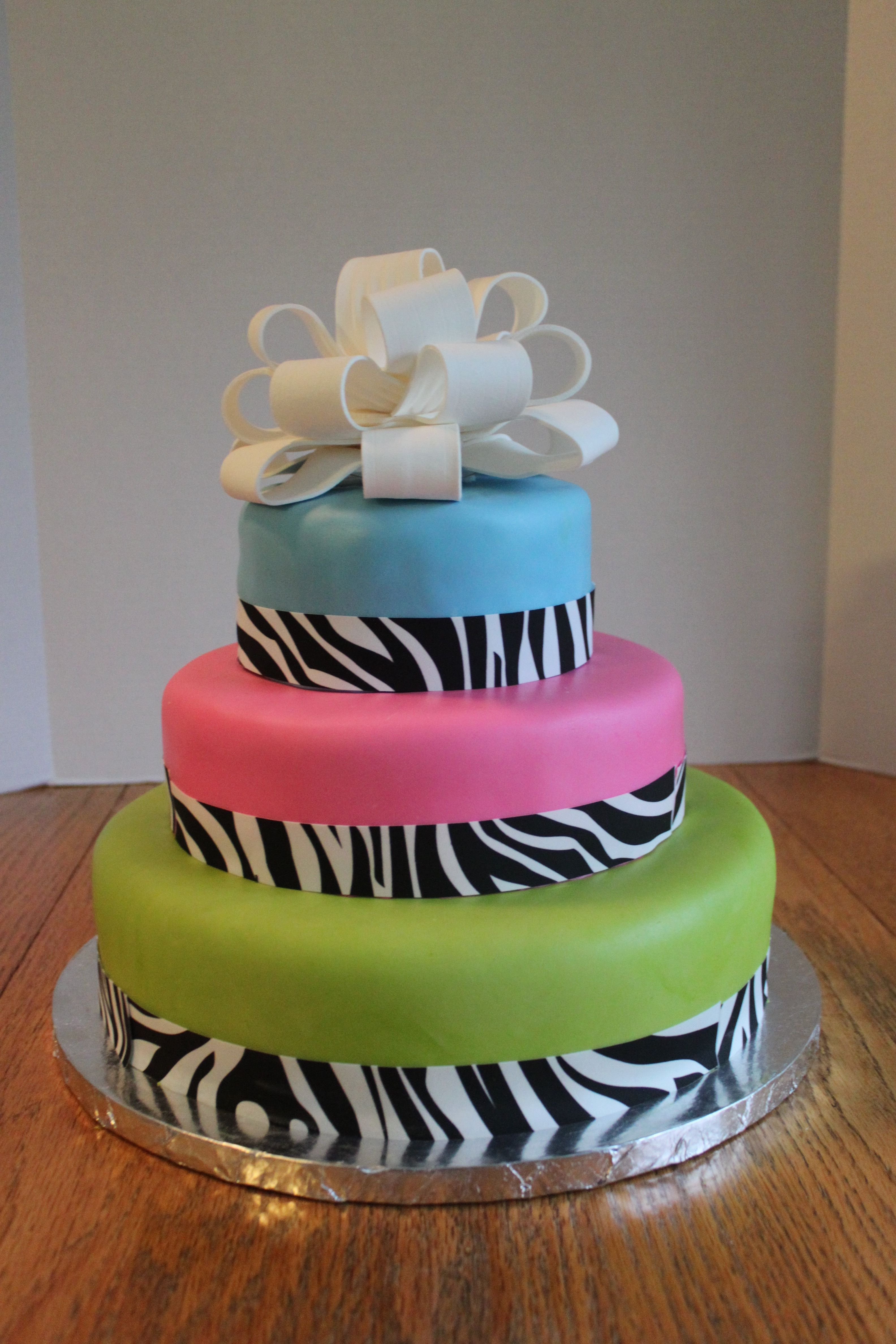 Awesome Birthday Cakes I Like This Cool Birthday Cake Cool Birthday Cakes Pinterest