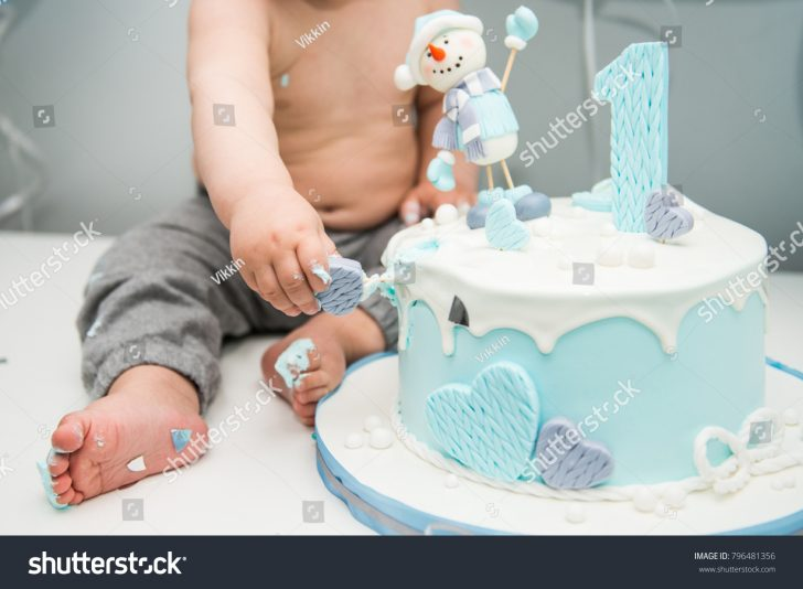 Birthday Cake For 1 Year Old Cute Little Boy Eating His First Stockfoto Jetzt Bearbeiten