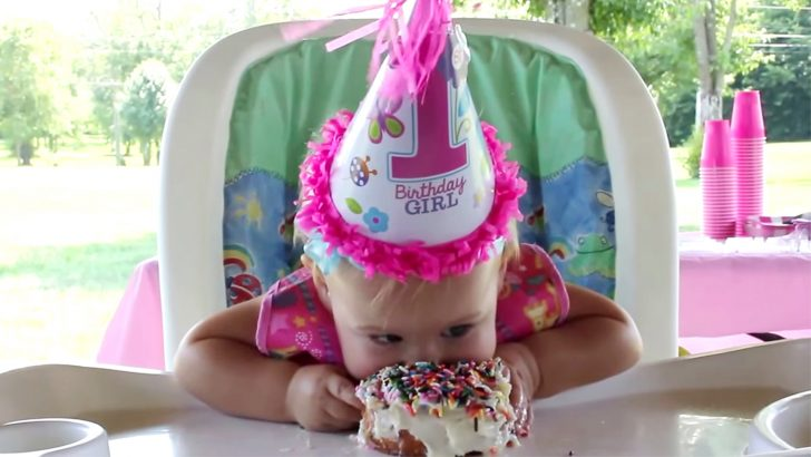 Birthday Cake For 1 Year Old Nothing Will Stop This Little Girl From Enjoying Her Birthday Cake