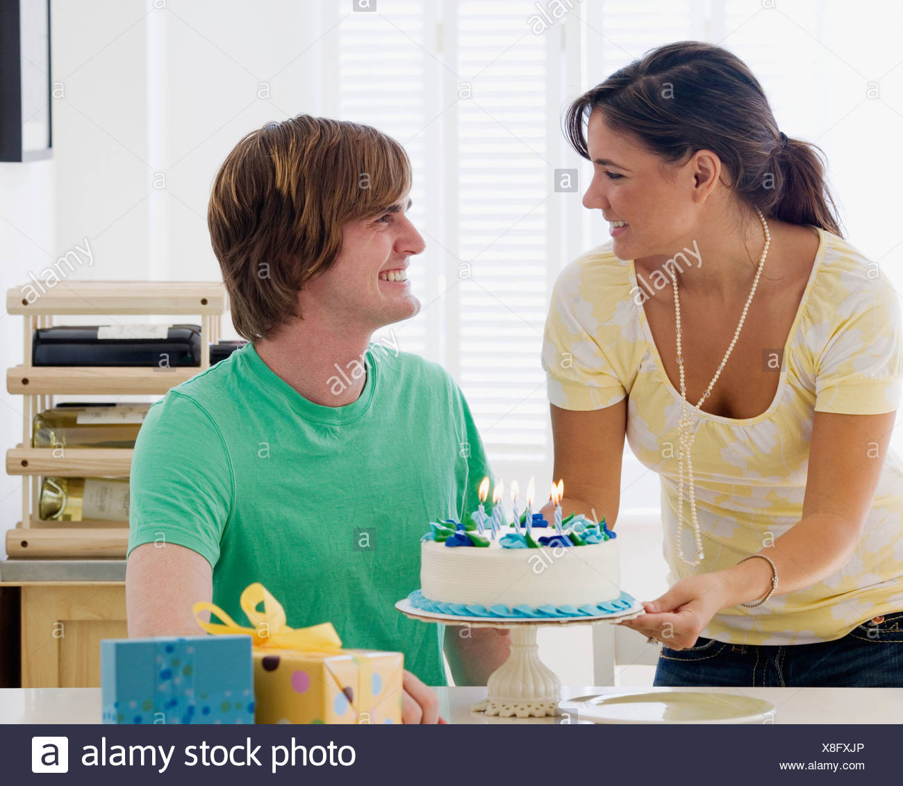 Birthday Cake For Boyfriend Woman Bringing Birthday Cake Boyfriend Stockfotos Woman Bringing