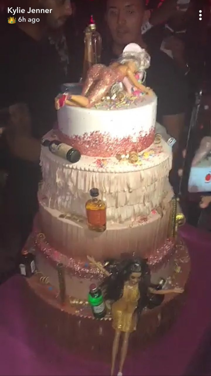 Birthday Cake For Her Kylie Jenner Birthday Cake Had 5 Tiers Of Drunk Barbies