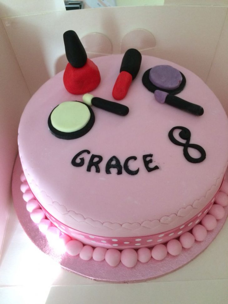 Birthday Cakes For 8 Years Old Girl Make Up Cake For An 8 Year Old Girl Madison In 2019 Pinterest