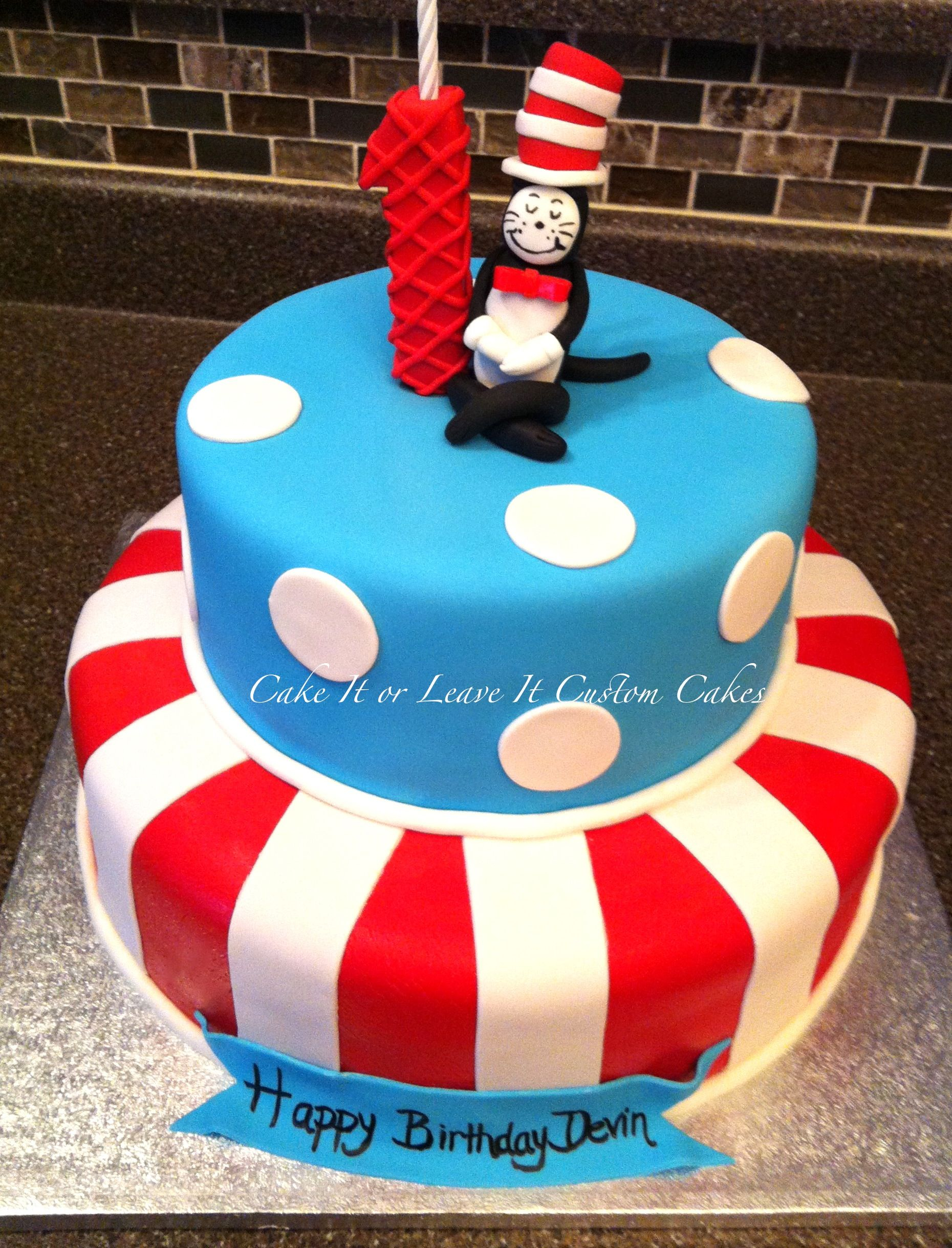 Cat In The Hat Birthday Cake Cat In The Hat Cake I Have Never Done Fondant But Mindiarnesen