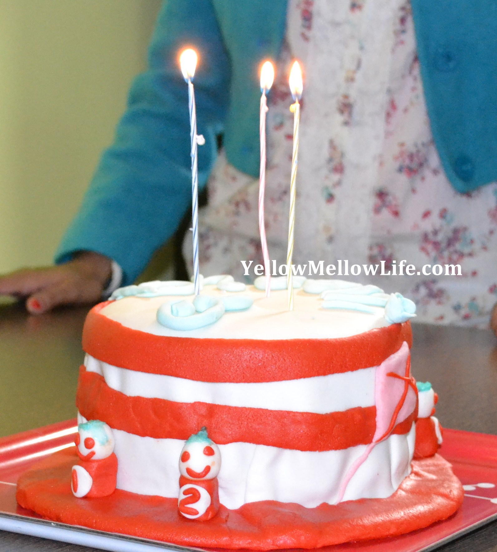 Cat In The Hat Birthday Cake The Cat In The Hat Birthday Cake Yellow Mellow Life