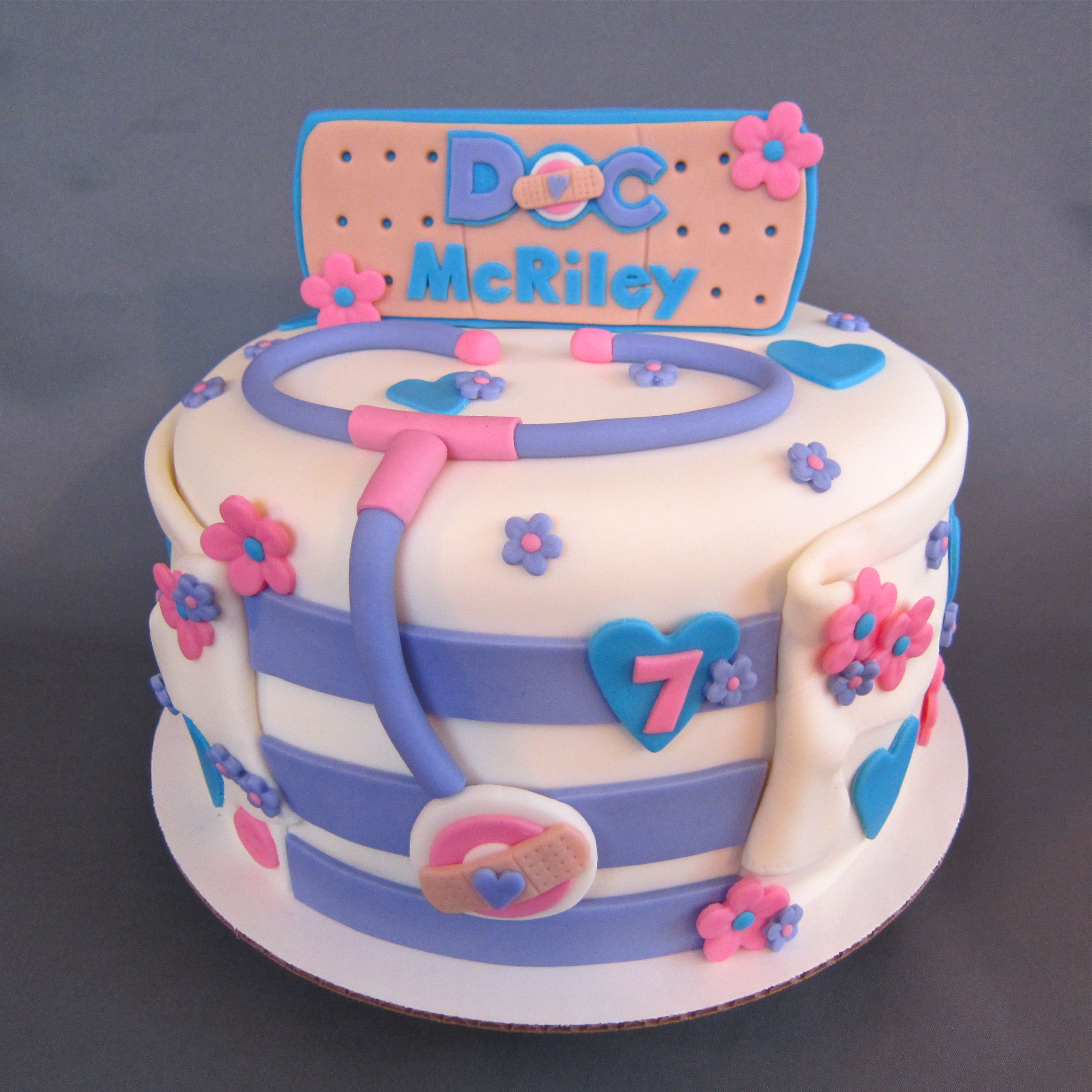 Doc Mcstuffin Birthday Cake Doc Mcstuffins Inspired Birthday Cake Decorated Cakes Me