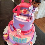 Doc Mcstuffins Birthday Cake Doc Mcstuffins Birthday Cake Dream Cakes Melissa Pinterest