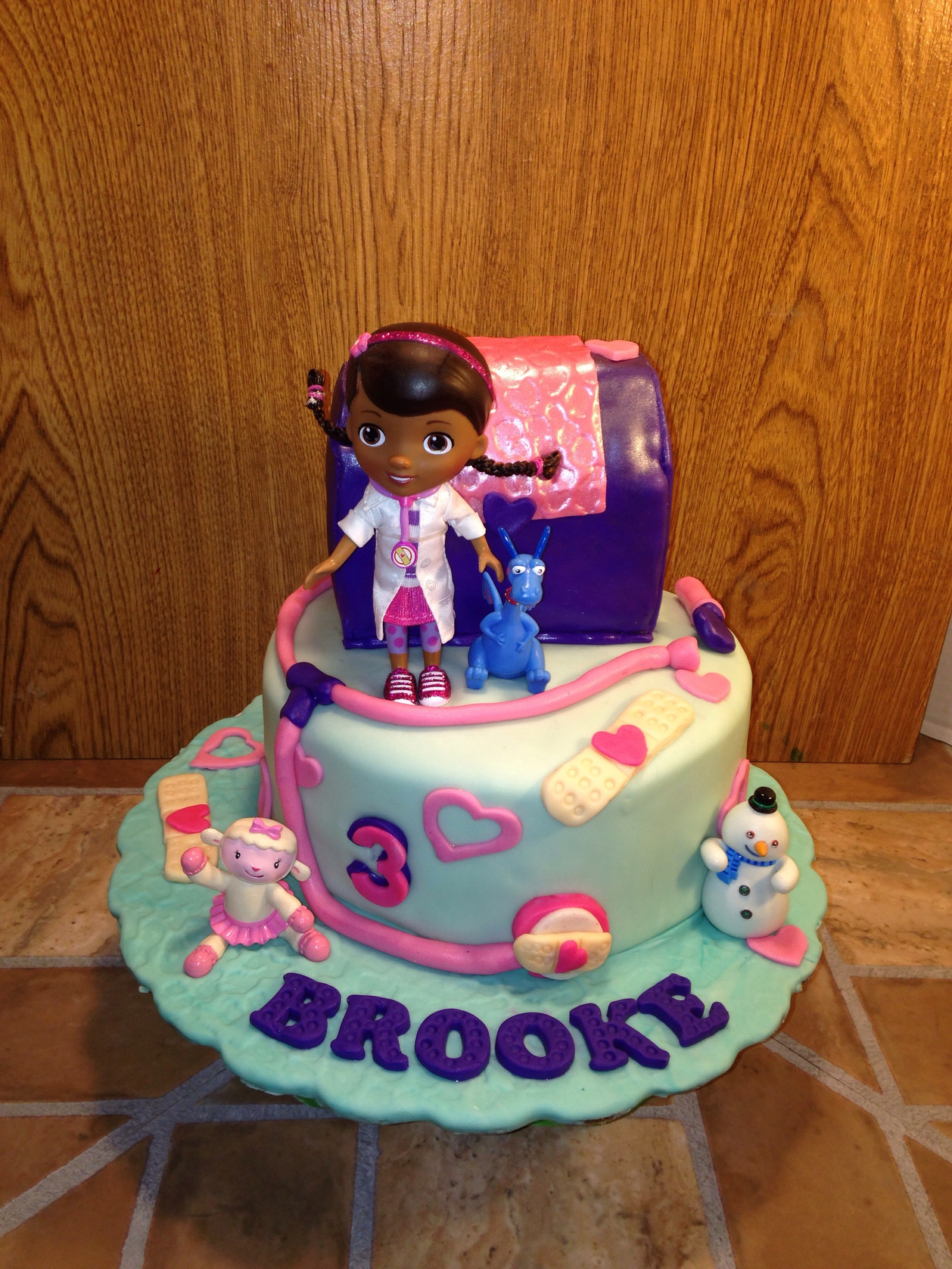 Doc Mcstuffins Birthday Cake Doc Mcstuffins Cake And Matching Cupcakes Httpswwwfacebook