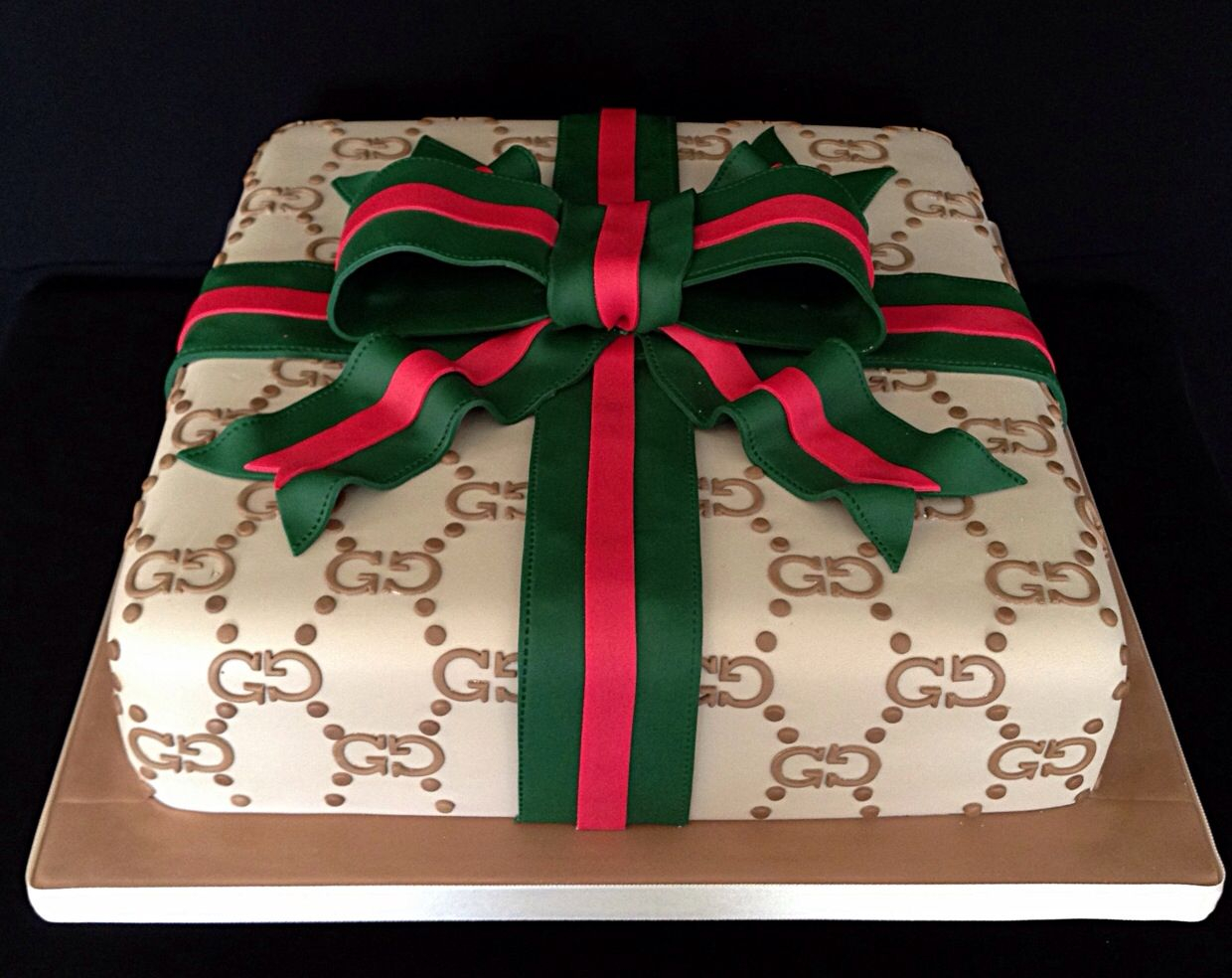 34+ Beautiful Photo of Gucci Birthday Cake