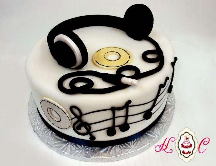 Music Birthday Cakes Music Birthday Cakes Headphones Notes Groom S Cake Pinterest