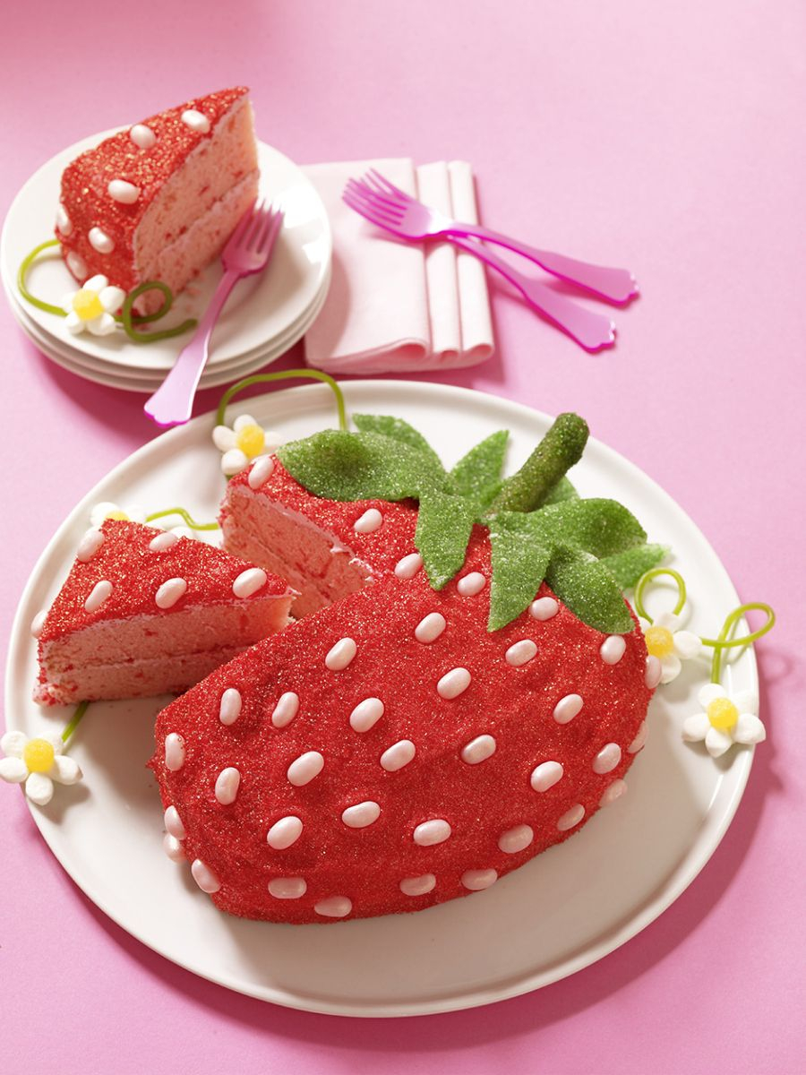 Strawberry Birthday Cakes A Strawberry Cake That Looks Like A Strawberry Letty Cake