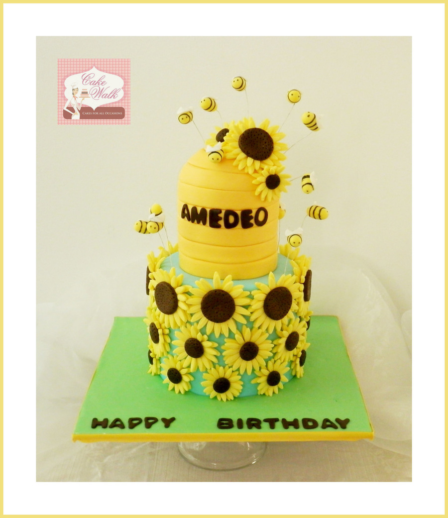 Sunflower Birthday Cake A Sunflower And Bee Theme Birthday Cake Cakecentral