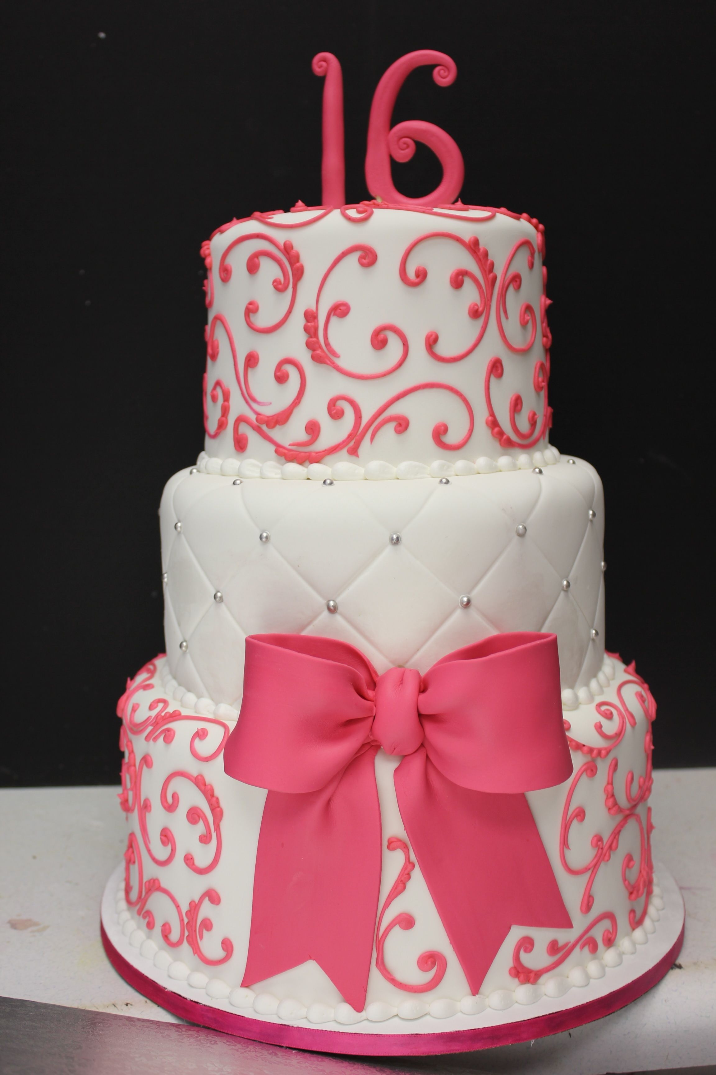 Sweet 16 Birthday Cake Sweet 16 Cake Maybe In Red And Black And Gold Instead Sweet 16